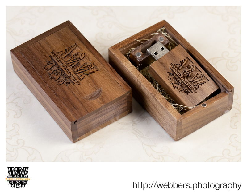 Engraved wooden USB stick in a wooden box
