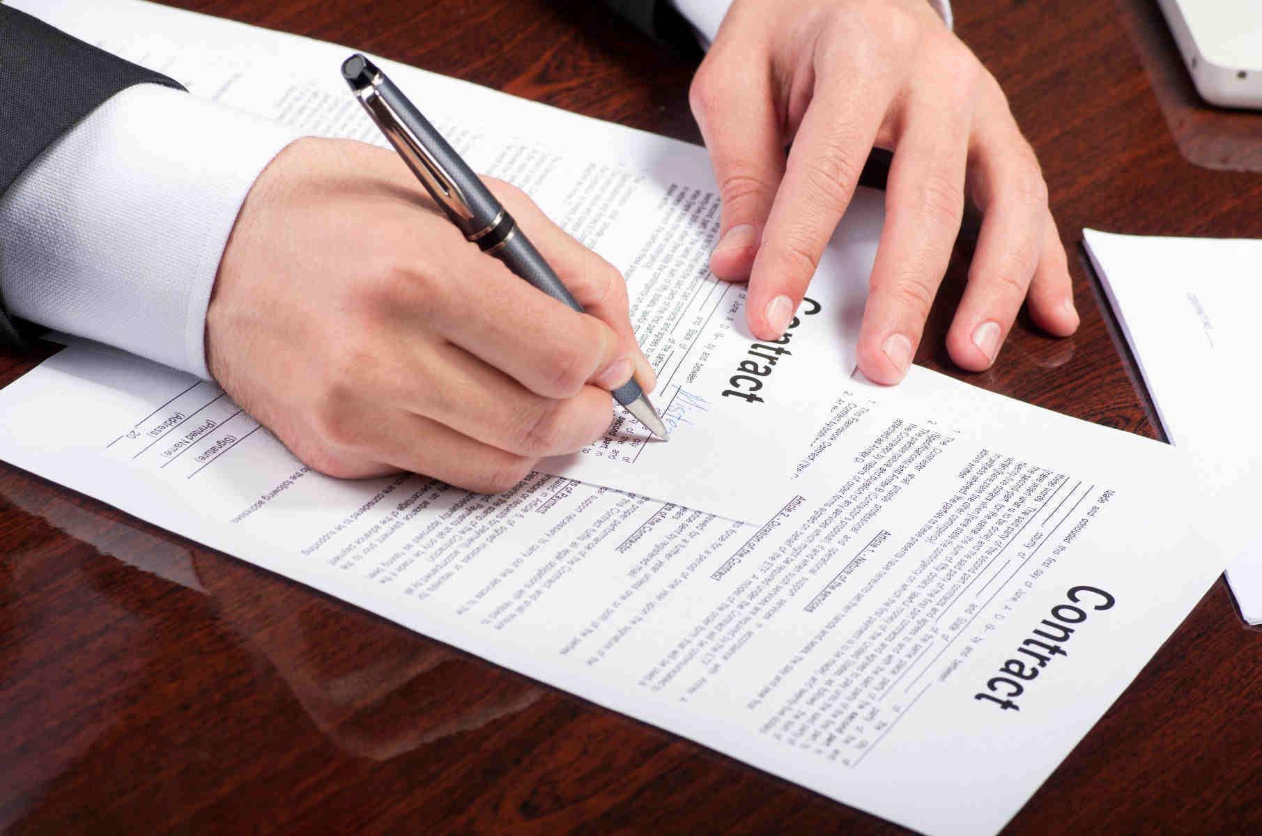 Civil servant siging contracts